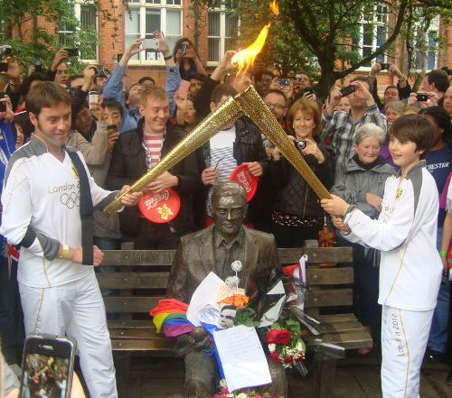 ../../../_images/Alan_Turing_Olympic_Torch_small.jpg